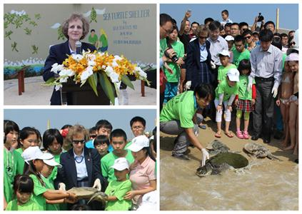 Top left: U.S. Consul General Jennifer Galt speaks at the opening ceremony of the Sea Turtle Shelter; Bottom left: U.S. Consul General Galt and student volunteers carry an endangered turtle back to the sea; Right: Government officials and students look on as Sea Turtles 911 Founder Frederick Yeh guides three rehabilitated turtles back to their ocean home.