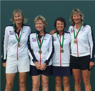 (l-r) Sue Bartlett ( GPS Director of Tennis ) Rosie Dennis, Sue Webb ( Lookout Mountain Club Director of Tennis ) and Captain Chris French with bronze medals