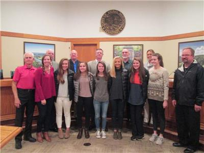 State champion Signal Mountain golfers and council members