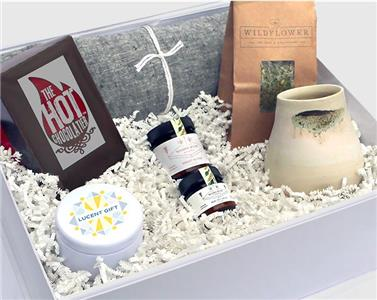 Lucent Gift box for women fighting cancer