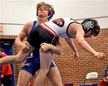 Signal Mountain's Eli Buttram pinned Leon Stone at 145.