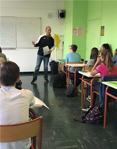 David Helton teaching a lesson on obesity to a middle school class in France