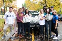 Lee Greek Club students participating in the food drive. From left, Ryan Colitz (Theta), Kate Patterson (Sigma and drive coordinator), Hannah Davidson (DZT), Isaac Barrick (Pi), Lydia Thompson (DZT), Neeley Benton (Epsilon), PJ Ricketts (Pi), Kylie Reed (Omega), James Veccio (Theta), and Sarah Martenson (Sigma)