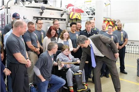 Mayor Berke makes the first contribution to the Fill the Boot campaign