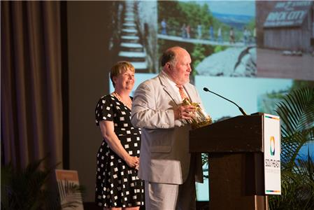 Bill Chapin and Susan Harris accept STS travel attraction award on behalf of Rock City