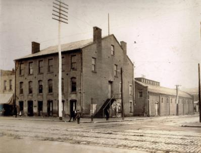 Brick building at Fourth and Market was among city's earliest stores, then was Civil War prison and later a seat of government