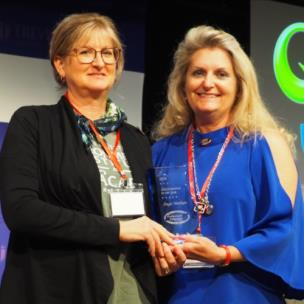 2019 Administrator of the Year recipient Angie Markum and Professional Educators of Tennessee Board of Directors President Cathy Kolb